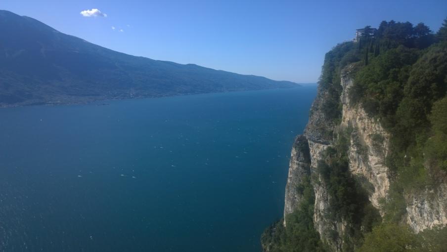 Pendici del monte Baldo, sponda veronese e basso lago dalla terrazza di Pieve