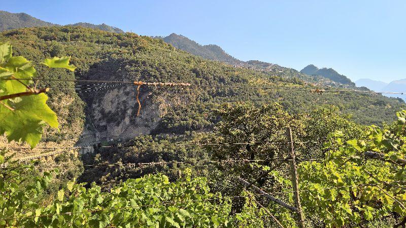 La strada per Tignale intagliata nella roccia
