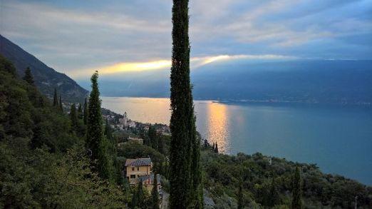 Gargnano, lago e monte Baldo