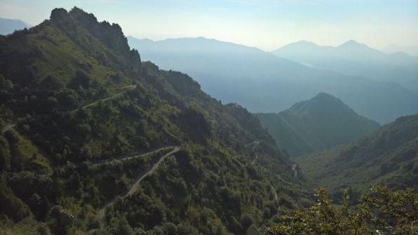 Tornanti del Baremone, a sx Cima Valcaelli