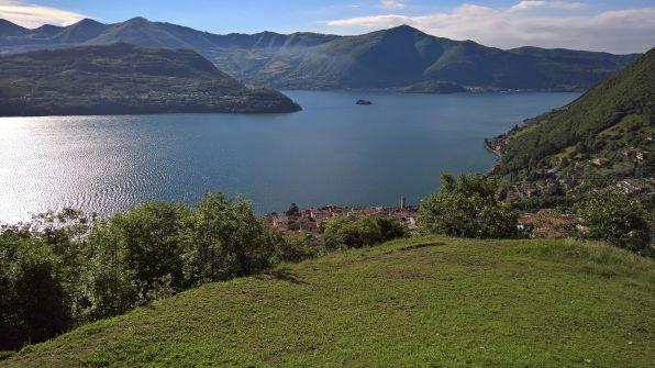Tavernola, Montisola e alpeggi di Nistisino sullo sfondo