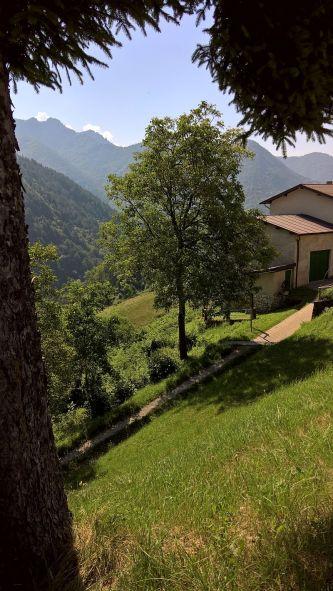 Cadria e la valle verso Costa di Gargnano