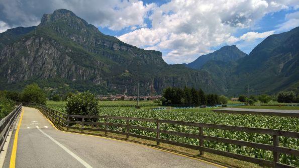 Ciclabile lago d'Idro-Tione, Monte Stigolo (sx) e valle d'Ampola (dx)