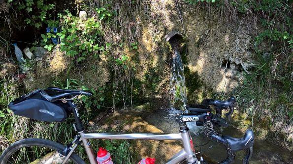 Acqua di sorgente ai fienili di Rondaione