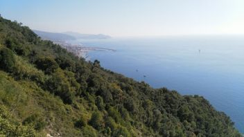 Monte Cucco, Chiavari sullo sfondo