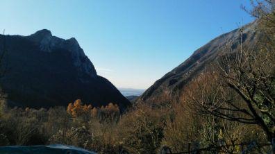 Il lago tra monte Castello e il Pizzoccolo
