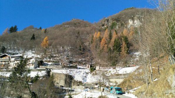 Monti attorno al borgo