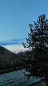 Luna all'alba sulle Coste