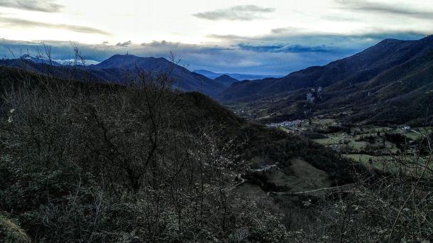 Monte Baldo innevato sulla sinistra