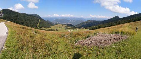 Panorama sugli alpeggi di tremalzo