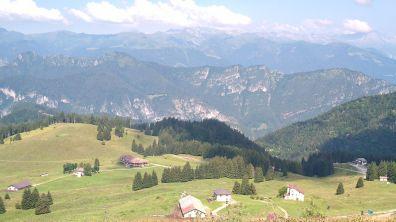I monti del crinale che porta al Crocedomini