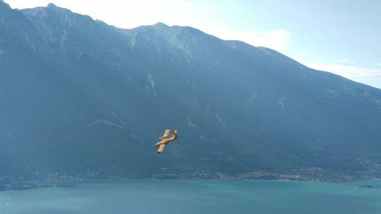 29 Canadair sul lago