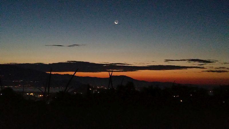 Luna prima dell'alba a Polpenazze