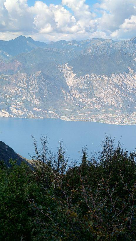 Bocca Navene, di fronte il monte Tremalzo
