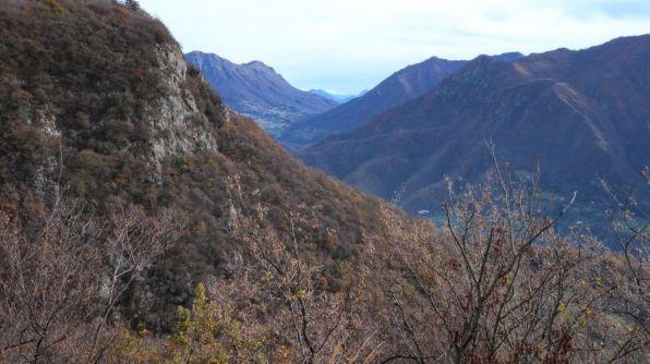 Lodrino, in fondo all'orizzonte il monte Baldo innevato!