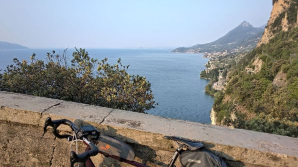 Veduta del lago dalla vecchia gardesana