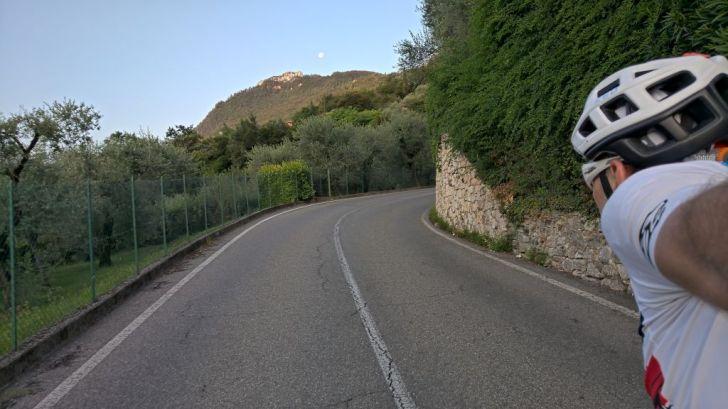 Luna sopra a monte Castello