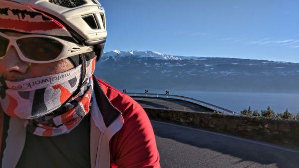Salita a Navazzo, Mt.Baldo alle spalle