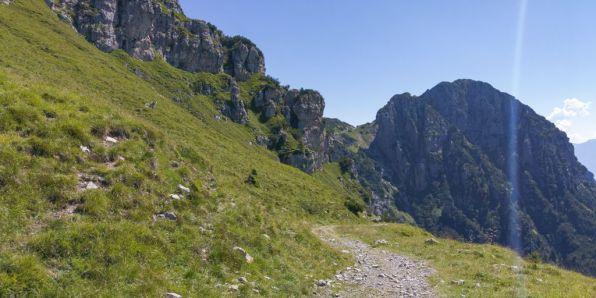 Monte Caplone, strada per Bocca di Campei